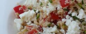 Cous cous freddo con zucchine marinate, pomodorini e feta