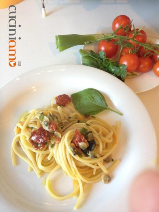 Linguine di kamut con vongole e pomodorini secchi