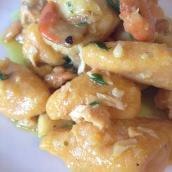 Gnocchi di zucca e kamut, senza uova, con sugo di pesce
