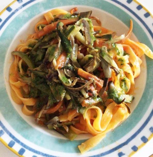 tagliatelle con spadellata di verdure e olio basilico