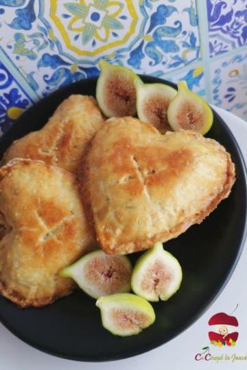 Plăcintă cu cremă de brânză și griș