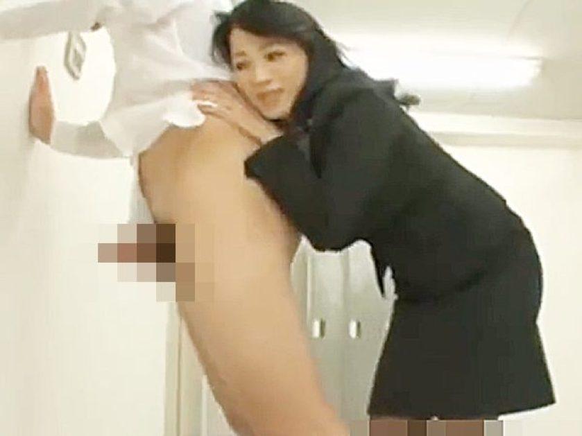 ☆痴女・女教師|チンポ・いたずら☆『もっと気持ちのイイことシてあげる♡』廊下で立たされる男子学生!?ラッキースケベです