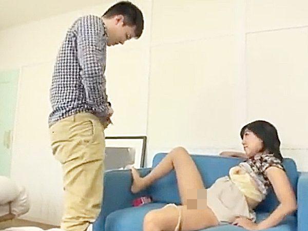 ★熟女★『ズボン脱いで..♡』「あっ、ハイ..!?」発情したババア。。若者チンポと嬉しそうにセックスしちゃいますョ..