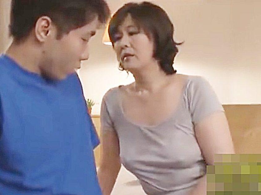 ☆母子相姦|円城ひとみ☆『母さん、眠れないの..』夜、息子の部屋にやって来た熟女ママ。。エロ顔でチンポに手を伸ばします
