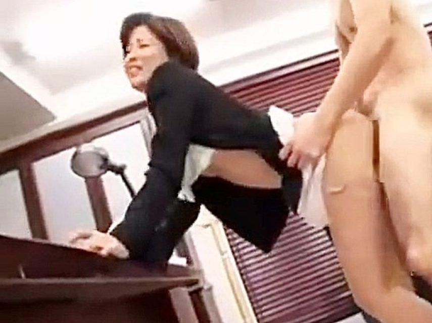 ◇女教師・桐岡さつき|着エロ・ずらしハメ◇『あっあっ、イッいぃーッ!』スレンダー美熟女先生がエロ校長と激しいパコパコです
