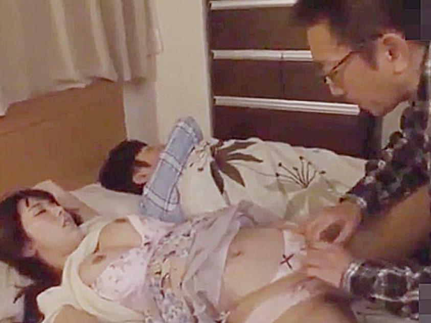 ☆人妻NTR・夜這い|無許可中出し・波多野結衣☆熟睡シている息子夫婦の寝室へ忍び込むエロオヤジ!?こっそりパコパコですョ