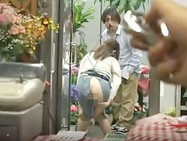 ☆M女調教 性奴隷☆『だっ、大丈夫ですか!?』リモバイに耐えながら接客する可愛い花屋の店員。。スリルと興奮楽しんでますョ