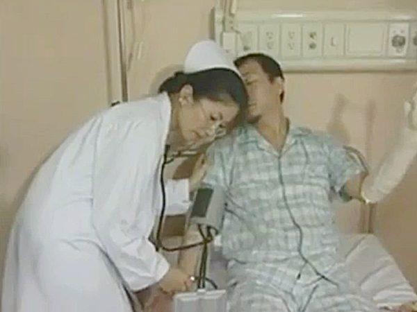 ◆エロドラマ・看護婦|ロマンボルノ・FAプロ◆男性入院患者の検査をする美熟女メガネ看護師ですが。。セックスする気満々です