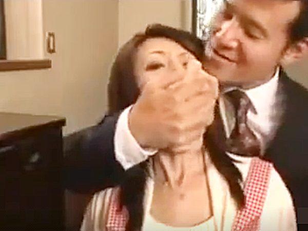 ☆エロドラマ・人妻NTR 強姦・芹沢恋☆『うっうっ、、!?』保険の営業マンを自宅にあげる美人奥様。。薬で眠らされますョ
