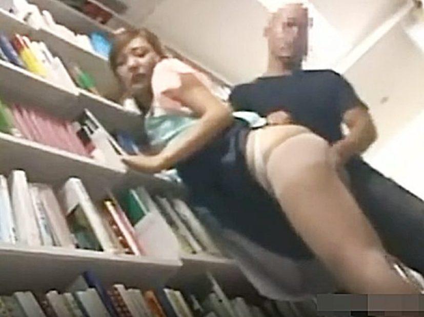 ◇陵辱・図書館 痴漢・顔射◇『やっ、ヤメてください..!?』仕事する、可愛いお姉さんにイタズラする鬼畜男。。ハメちゃうョ