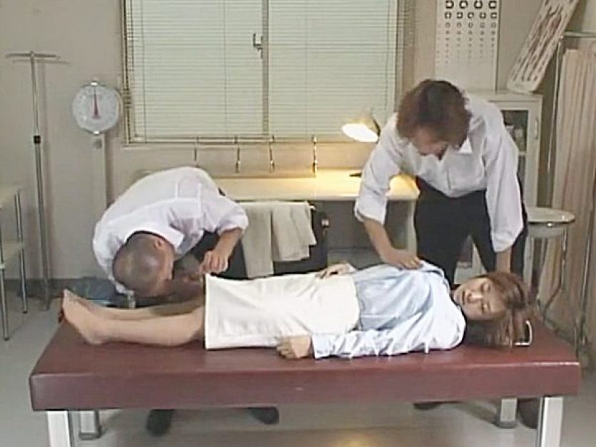 ★昏睡レイプ★『わぁ~、すげぇ~!』教育実習で来たデカパイむっちり先生を騙し眠らせたエロガキ!?こっそりパコパコします
