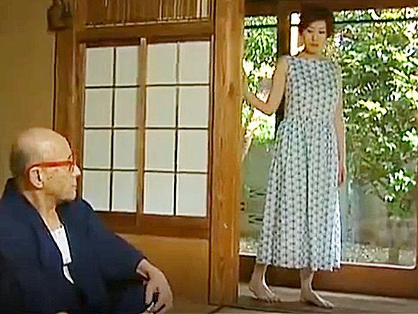 ★ロマンポルノ・孕ませ NTR・エロドラマ・浮気妻★不倫現場を盗撮された奥様。。1回だけの約束でジジイに抱かれますが..