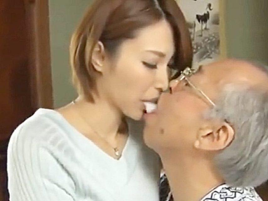 ◆エロドラマ・老人介護|息子の嫁・君島みお◆『んんっ、、』食事の世話で、息子嫁に咀嚼させ口移しで食べさすスケベ義父ですョ
