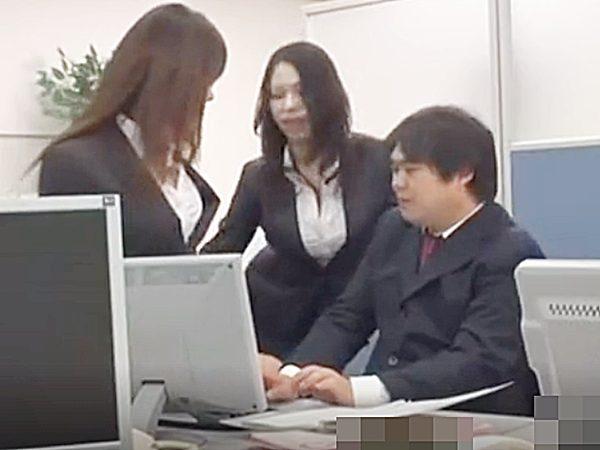 ☆ラッキースケベ・オフィス 痴女・M性感☆『頑張ってるじゃない..♡』2人の先輩OLからエロ指導される後輩男性社員ですョ