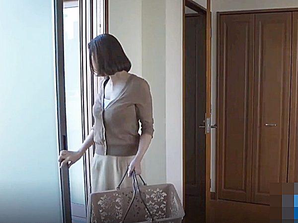 ◇人妻NTR・エロドラマ|婦女暴行・侵入者◇ベランダから部屋へ戻る美人奥様ですが。。クローゼットに男が隠れてますョ~!?