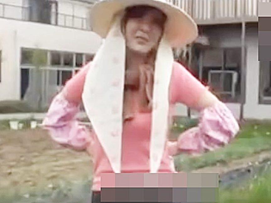 ★田舎・人妻ナンパ 素人・NTR企画★『5歳の息子がいます..』農作業する美人おばさんを騙して車内に連れ込みますョ~!?