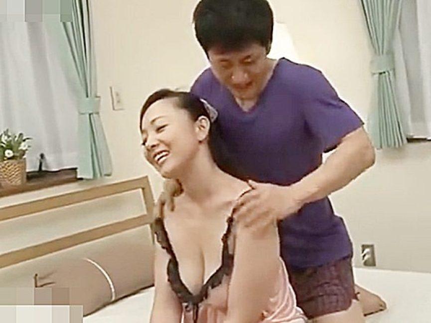 ◆NTR・エロドラマ 近親相姦◆『あんッ!気持ちイイ~♡』ベッドの上で息子にマッサージしてもらう熟女ママですが..!?