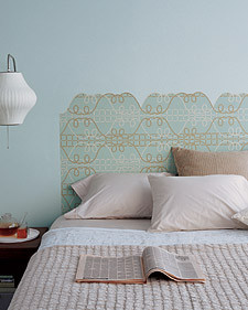 DIY headboard: wallpaper headboard