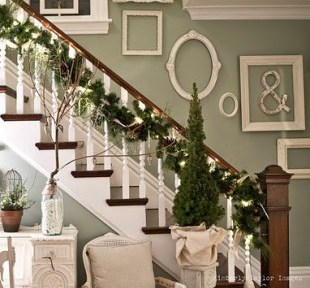pretty holiday decorations: staircase
