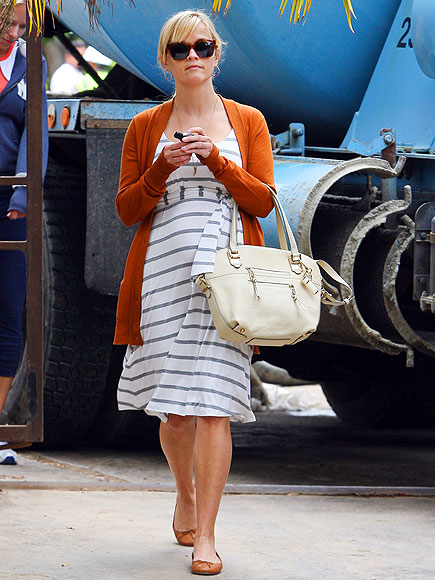 fashionable celebrity moms reese witherspoon