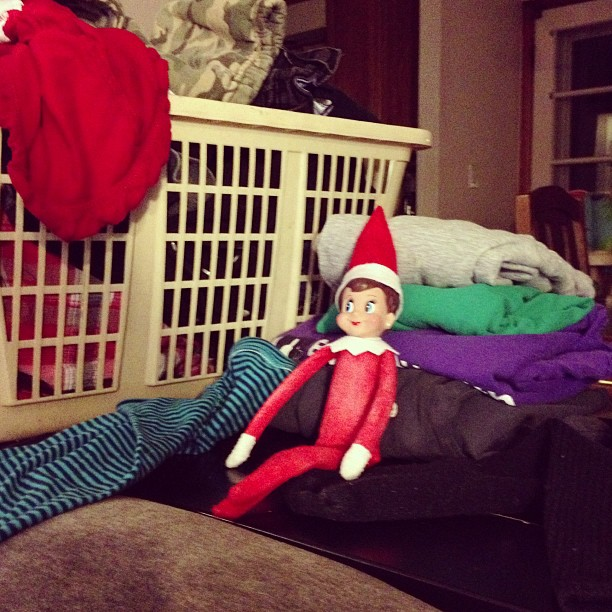 elf on the shelf does laundry