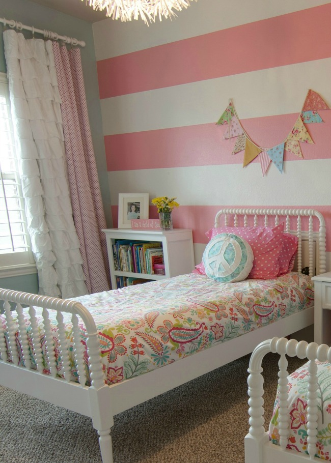 girls room: striped walls