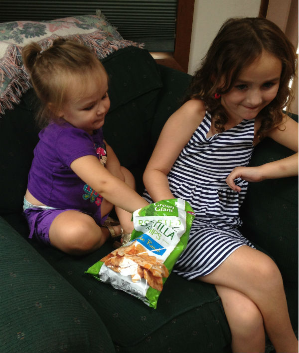 girls snacking