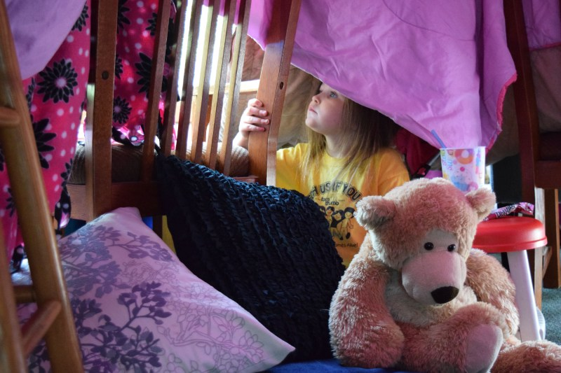 50+ indoor kids activities - make a blanket fort
