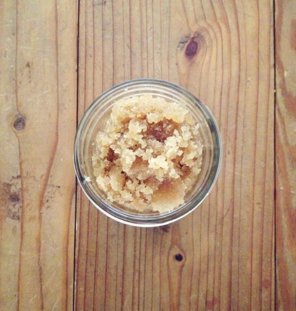 DIY skincare gifts | DIY peppermint brown sugar body scrub