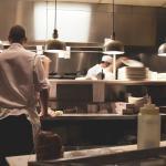 Dlaczego do gastronomii wybiera się meble ze stali nierdzewnej?