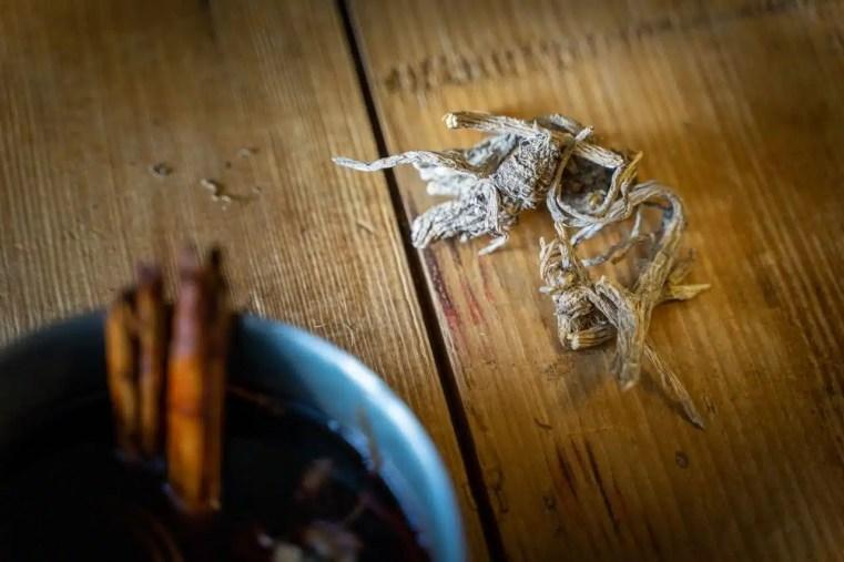 Voici une recette de vin chaud à l'angélique sauvage qui saura vous réchauffer au milieu de l'hiver. Apéritif original garanti! Cueilleurs Sauvages.
