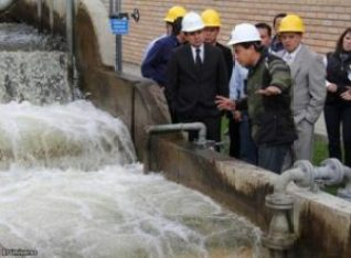 Engineers checking a drinking water plant in Cuenca.