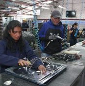 Cook top assembly line in Cuenca. Photo credit: El Tiempo