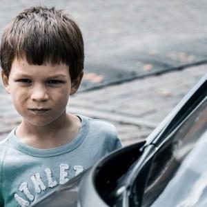 niño enfadado señales ira