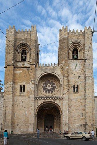 Catedral_de_Lisboa,_Portugal,_2012-05-12,_DD_01