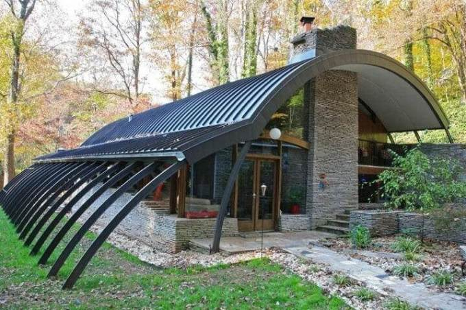The contemporary Quonset hut home