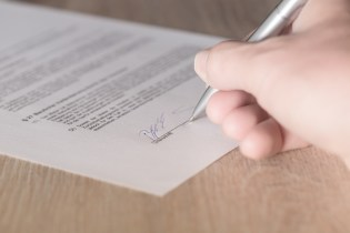 What are the elements of a contract in law?