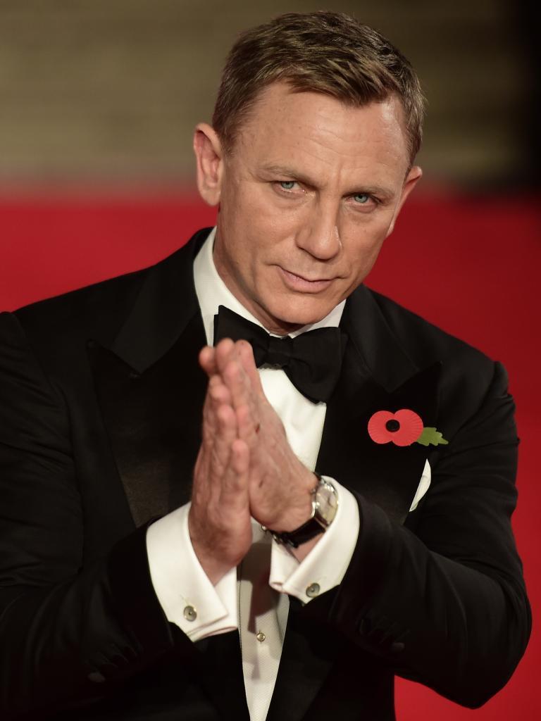 Daniel Craig with cufflinks