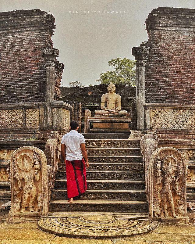Men wear Sarong/සරම in temple