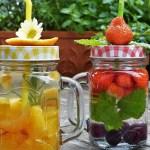 Apa infuzată cu fructe, legume și ierburi aromate: sugestii