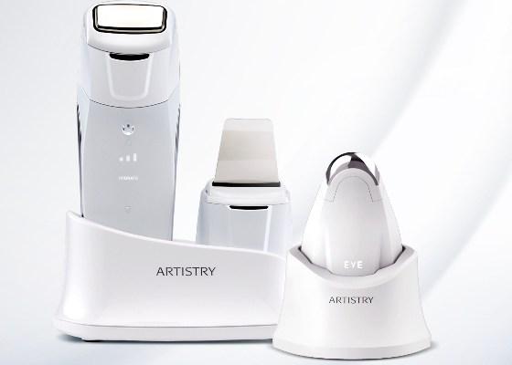 device-ul pentru ten cu tratamente avansate ca la salonul de cosmetică Amway Artistry Dermasonic