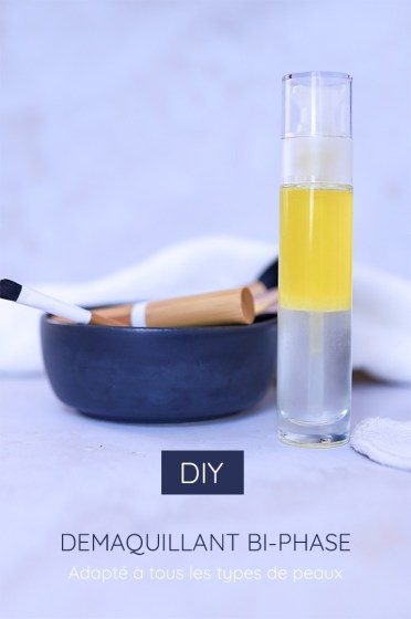 démaquillant biphasé maison déposé sur une table à côté d'un bol rempli de pinceaux à maquillage