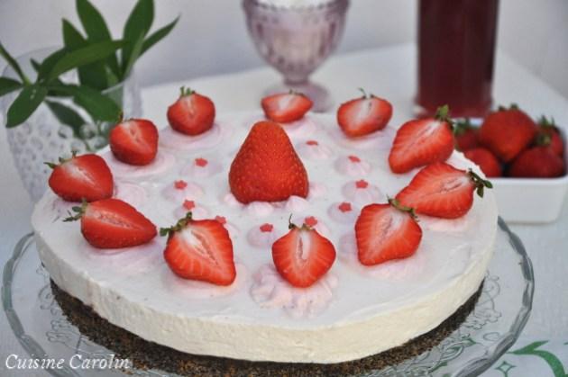 Mohn-Topfen-Torte mit Erdbeeren