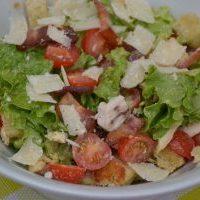 Salade César (avec la véritable recette de sauce César)