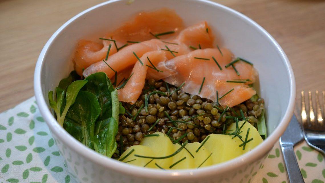 Poke bowl au saumon fumé, lentilles et pommes de terre