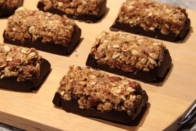Barres super énergétiques aux céréales et au chocolat, sans cuisson!