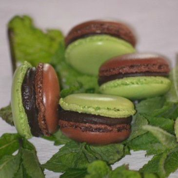 Macarons menthe chocolat avec deux ganaches