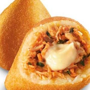 Coxinhas de frango com queijo cremoso