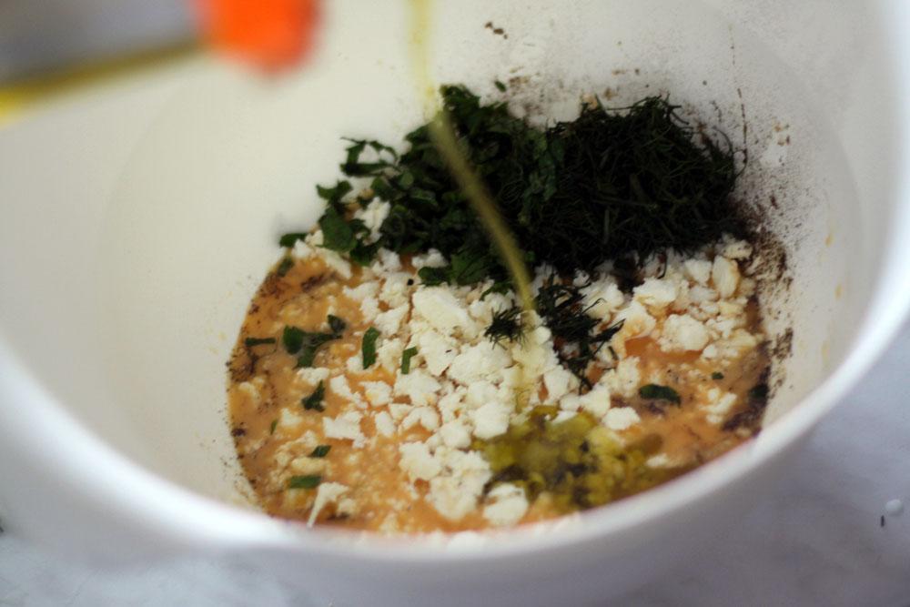 ajout d huile d olive pour la tarte aux courgettes