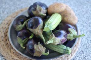 Une photo des legumes nécessaires pour une moussaka grecque
